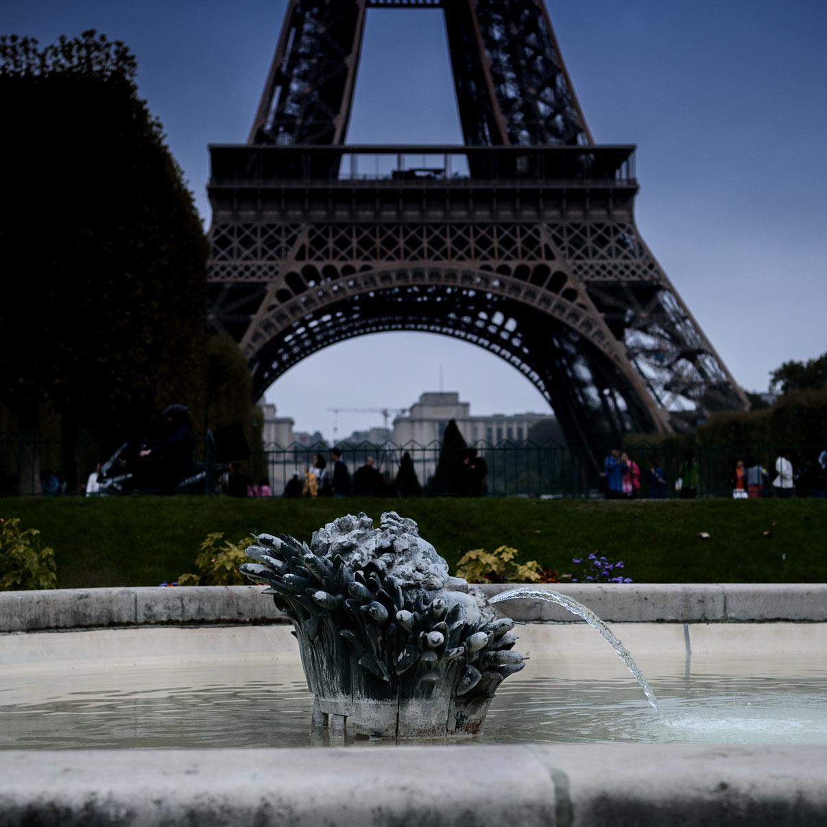 EIFFEL TOWER FOUNTAIN - PARIS